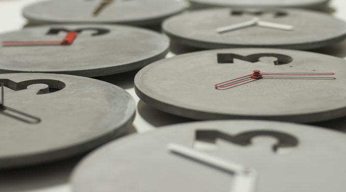 betonove-hodiny-moderni